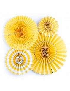 Abanicos de papel amarillos