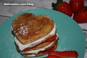 Creps con fresas y nata con forma de corazón (10)