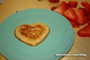 Creps con fresas y nata con forma de corazón (7)