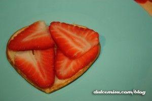 Creps con fresas y nata con forma de corazón (8)