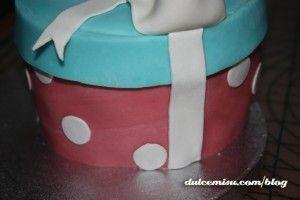 Tarta-caja-regalo-de-fondant-(10)